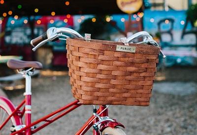 wiklinowy koszyk na rower montowany na kierownicę
