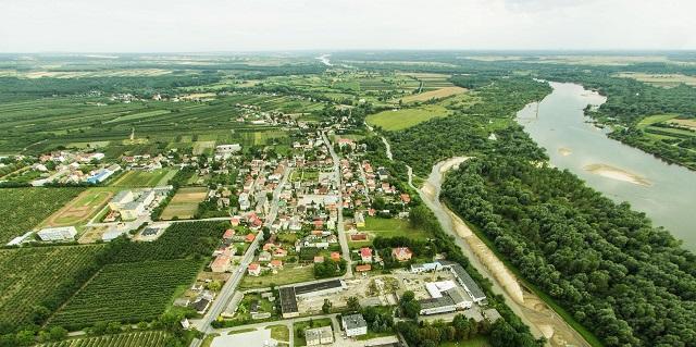 Józefów z lotu ptaka. Fotografia: gminajozefow.pl.